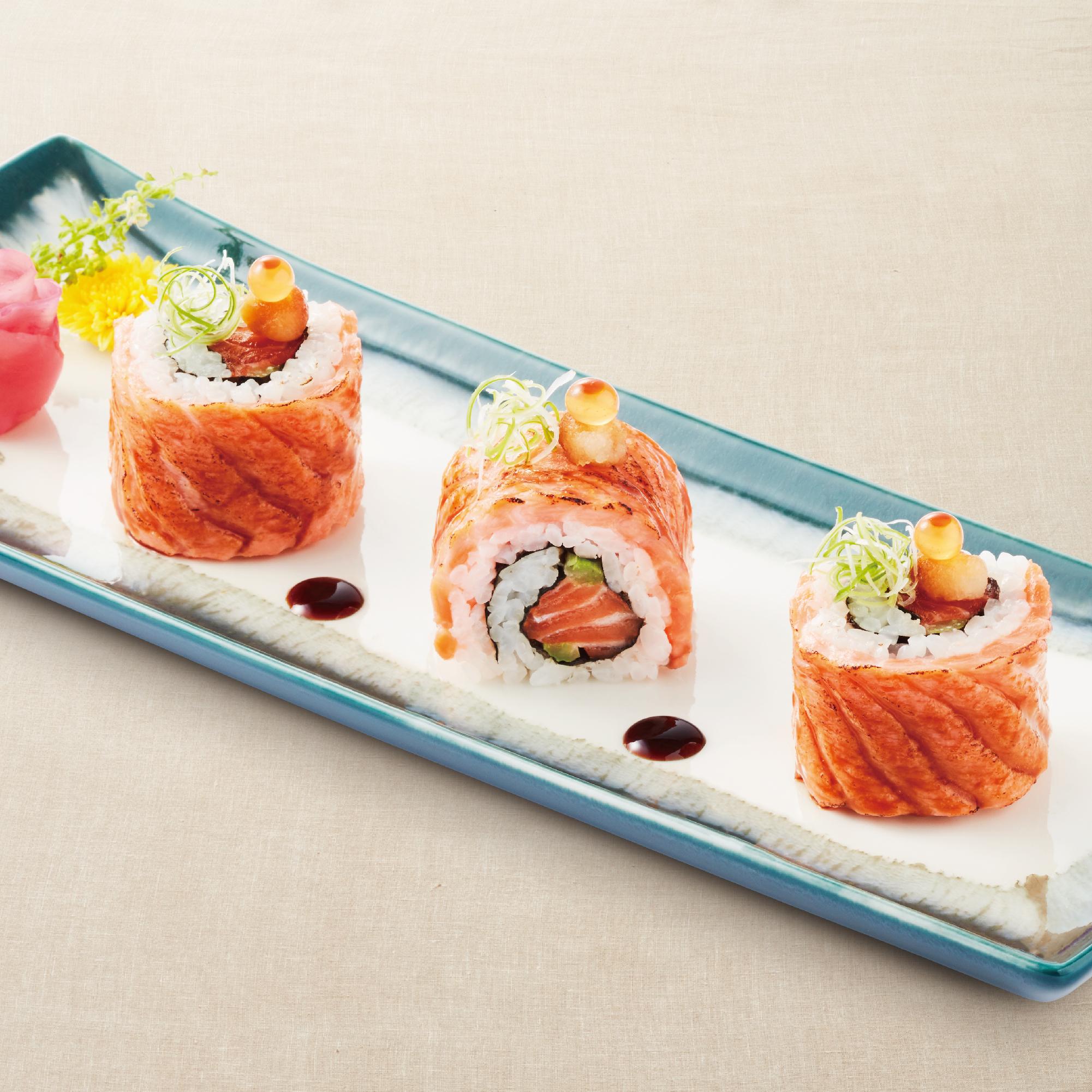 Spicy Aburi Salmon Roll